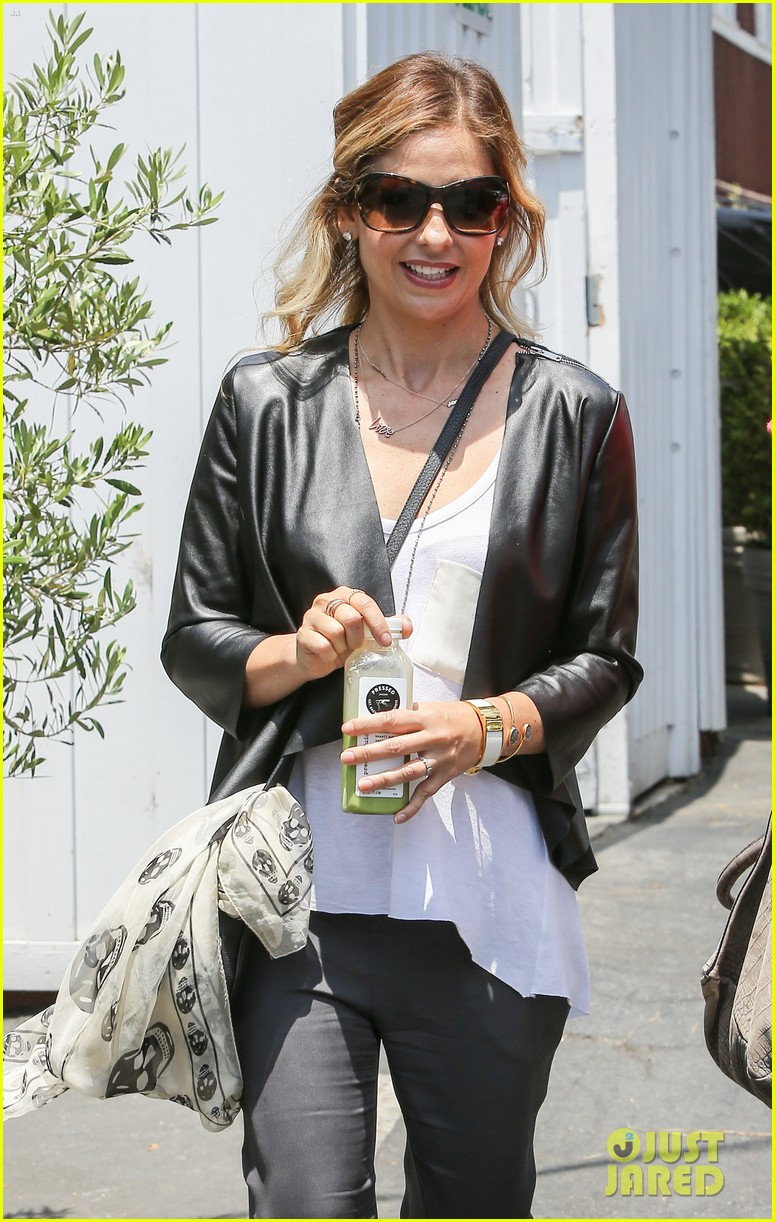 sarah michelle gellar being a mother is my number one job 043120464
