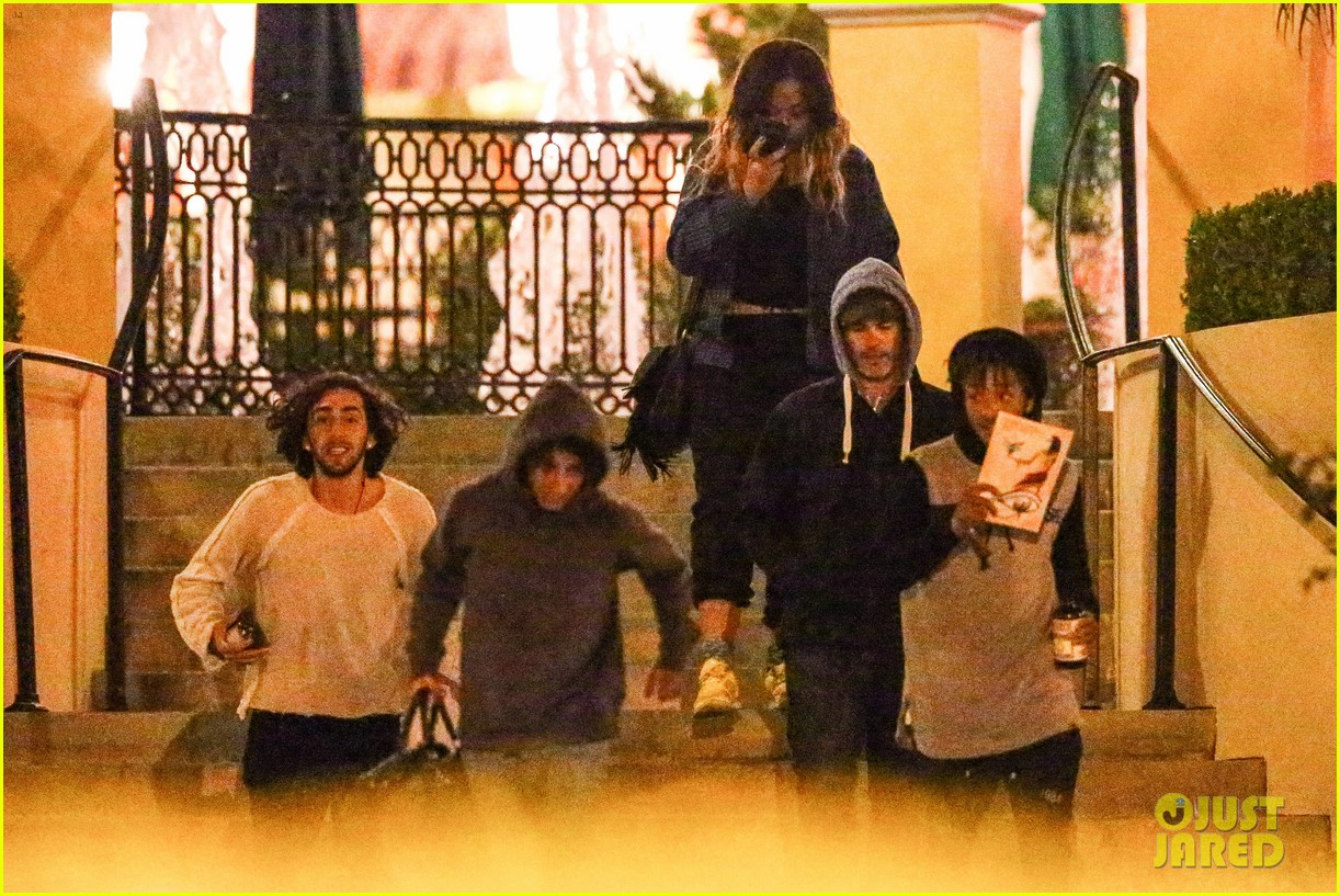 jaden smith grabs dinner with moises arias 053107804