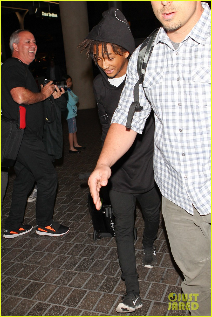 jaden smith flies out of town 083120489