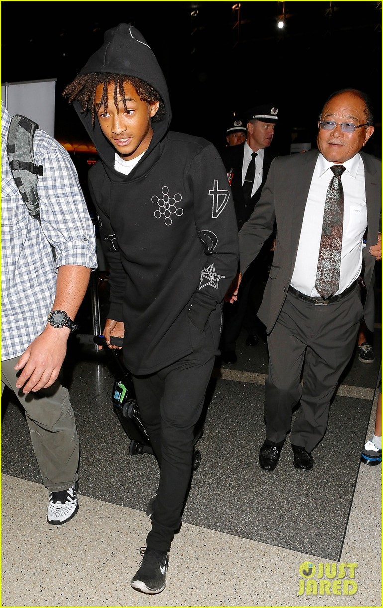 jaden smith flies out of town 153120496