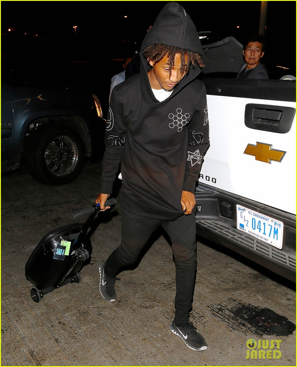 jaden smith flies out of town 213120502