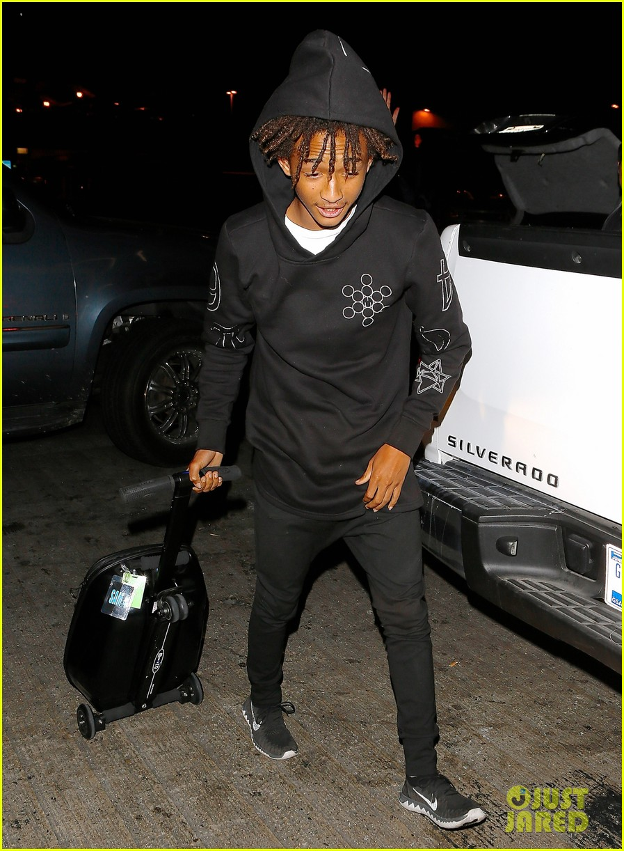 jaden smith flies out of town 223120503