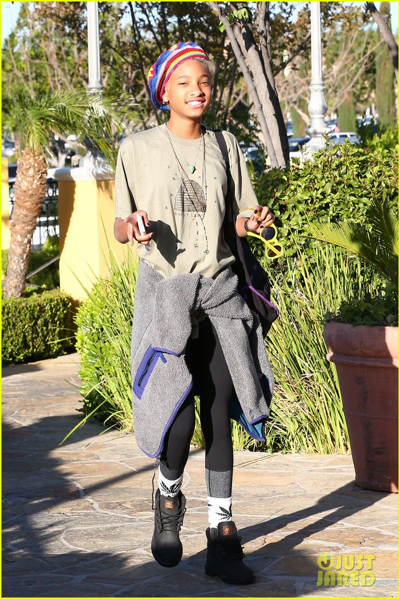 willow smith wears socks with marijuana leaf on the front 023102949
