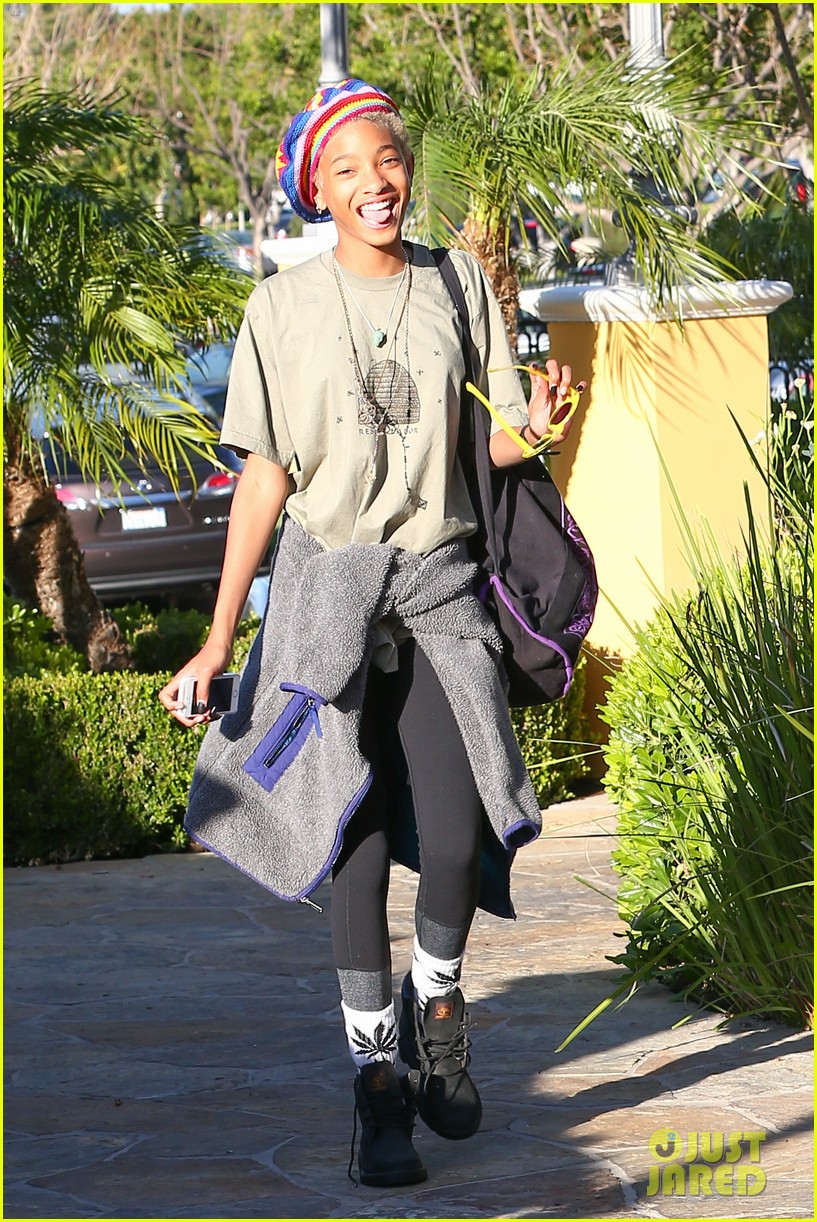willow smith wears socks with marijuana leaf on the front 063102953