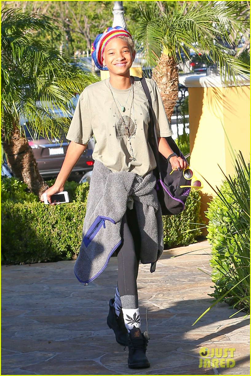 willow smith wears socks with marijuana leaf on the front 083102955