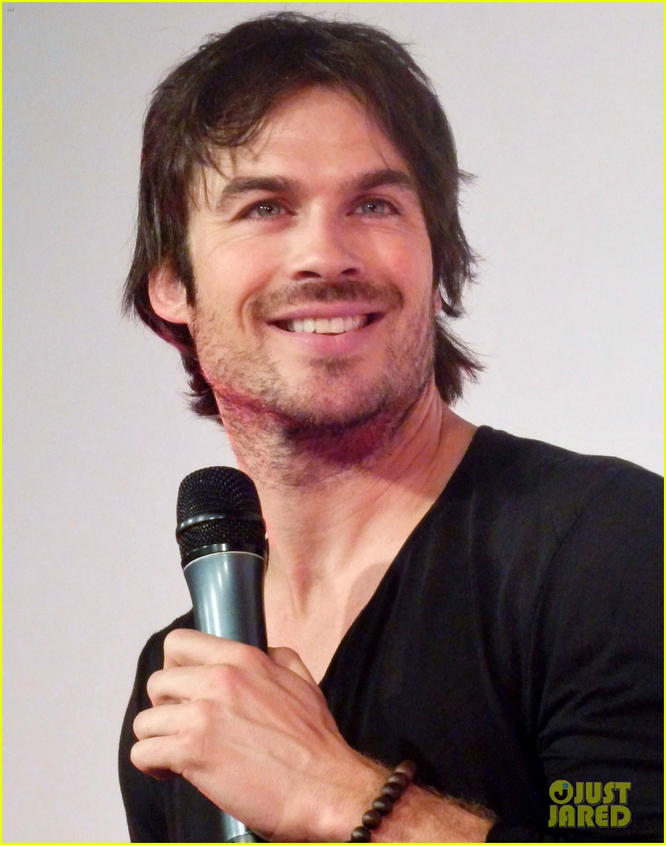 ian somerhalder entertains crowd another day of bloody con 013116051