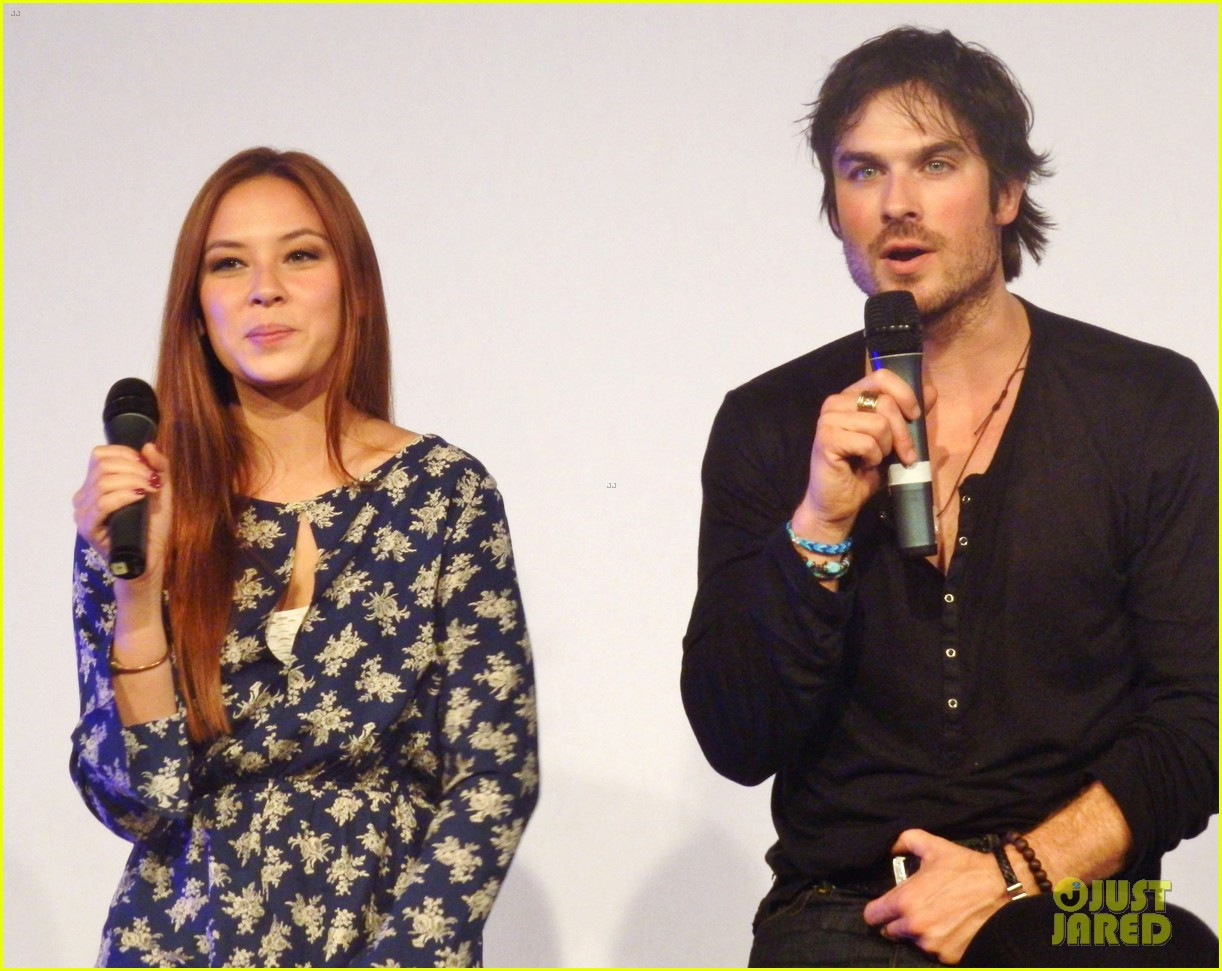 ian somerhalder entertains crowd another day of bloody con 053116055