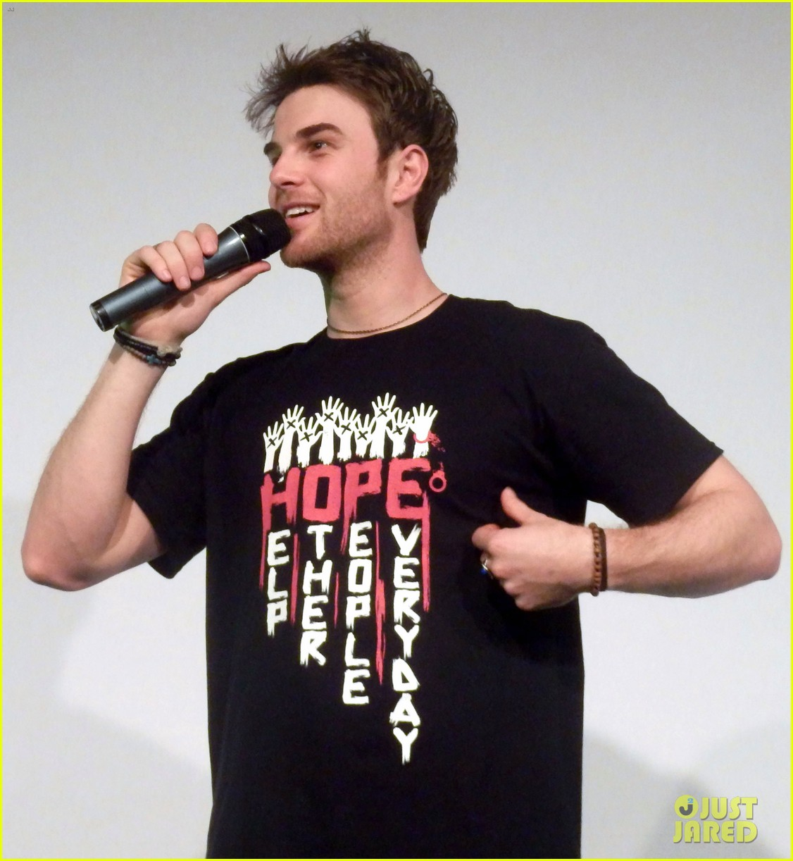 ian somerhalder entertains crowd another day of bloody con 253116075