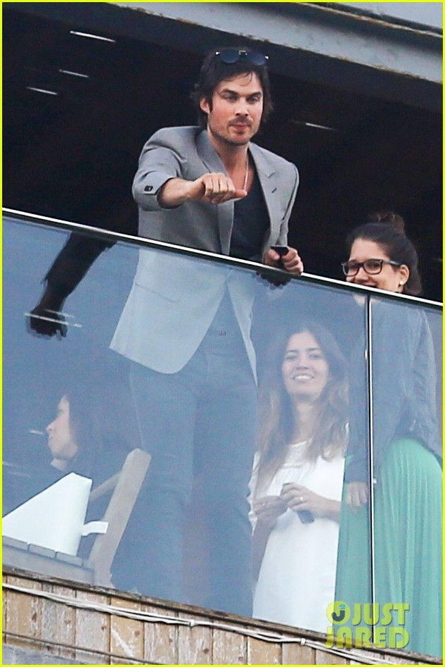 ian somerhalder blows kisses to fans from rio hotel balcony 03