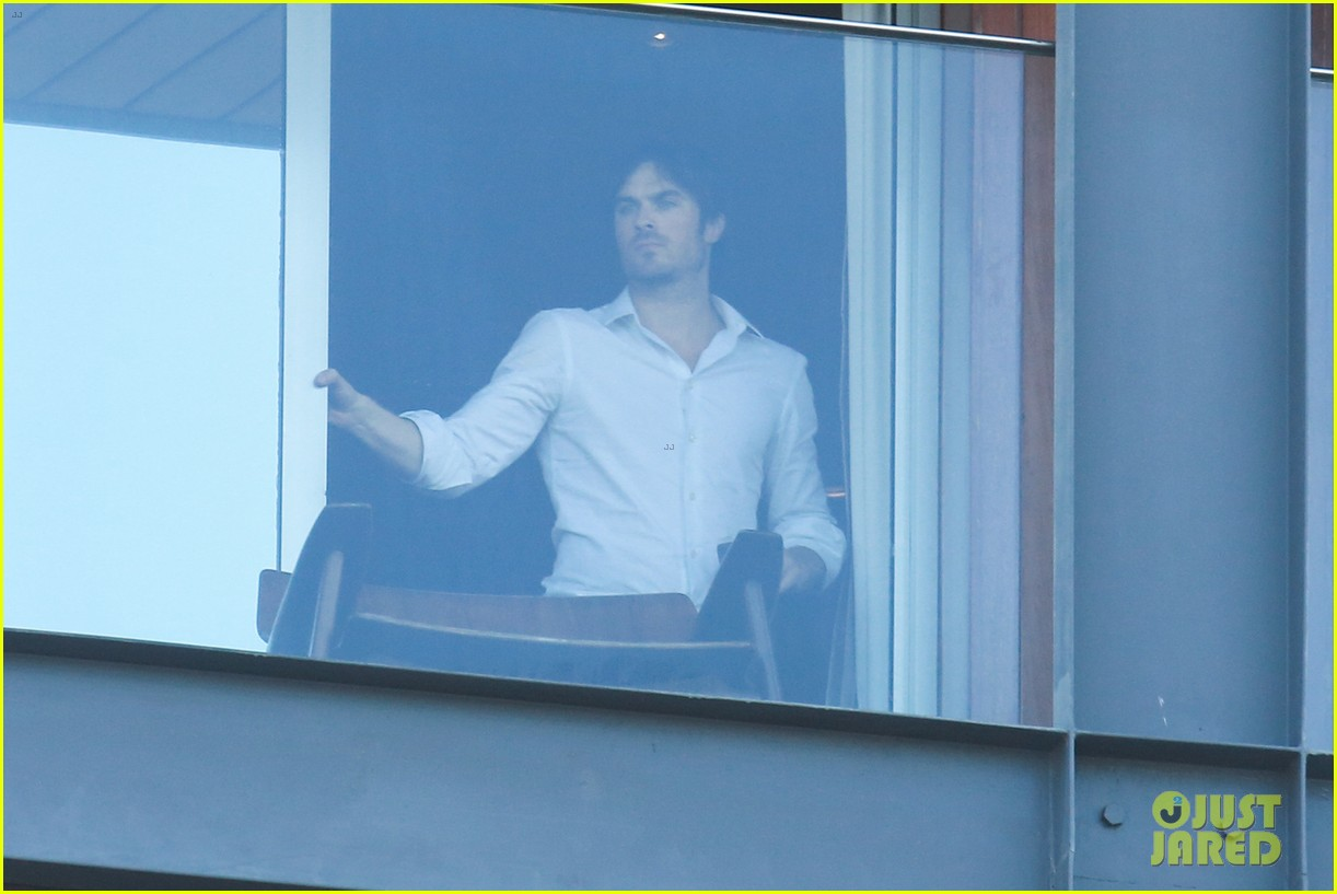 ian somerhalder blows kisses to fans from rio hotel balcony 093125053