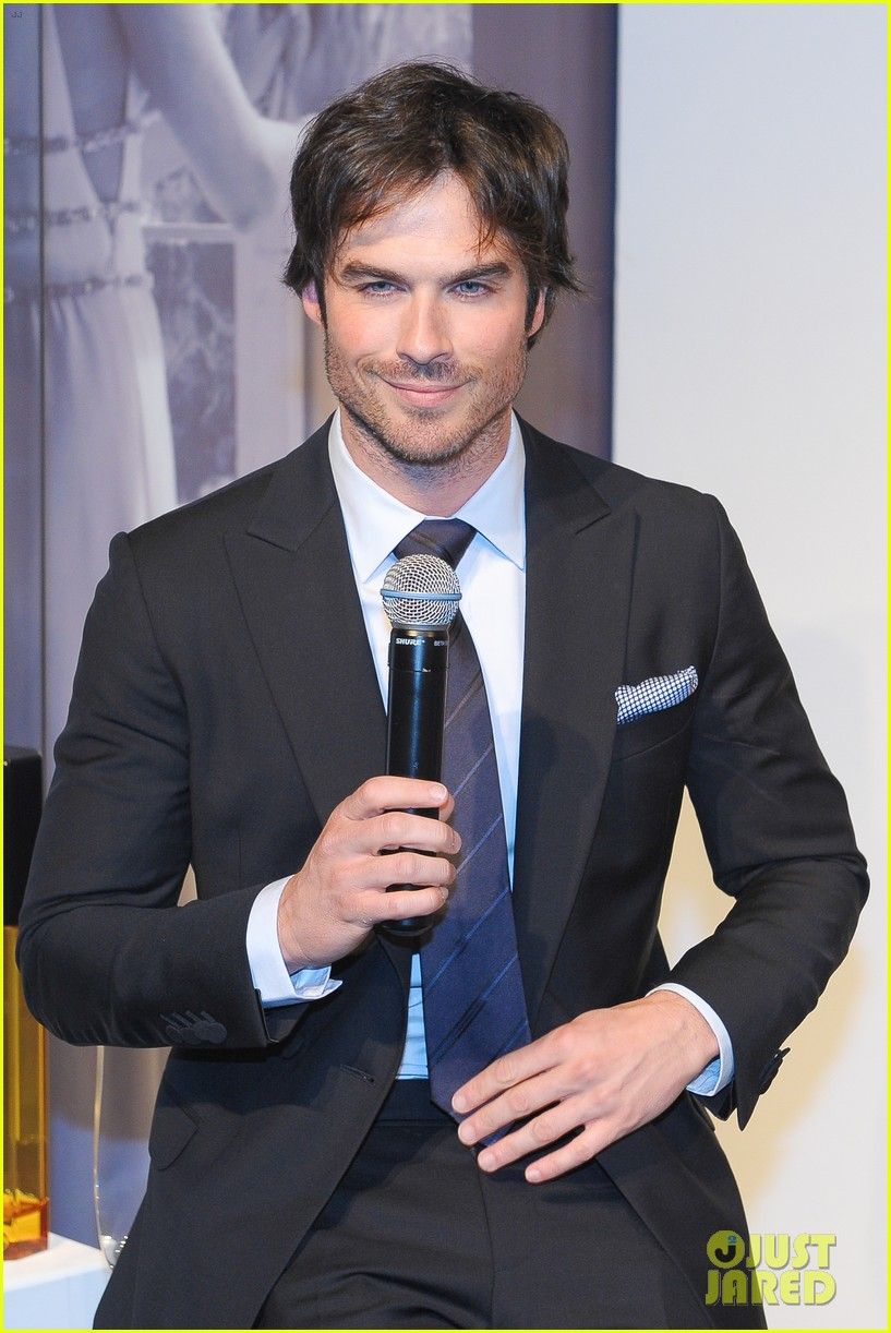 ian somerhalder looks super sexy in his suit and tie 043113759