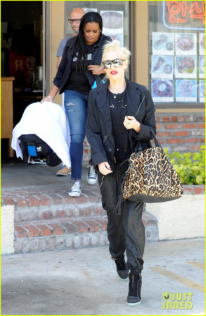 gwen stefani congratulates christina aguilera on pregnancy 07