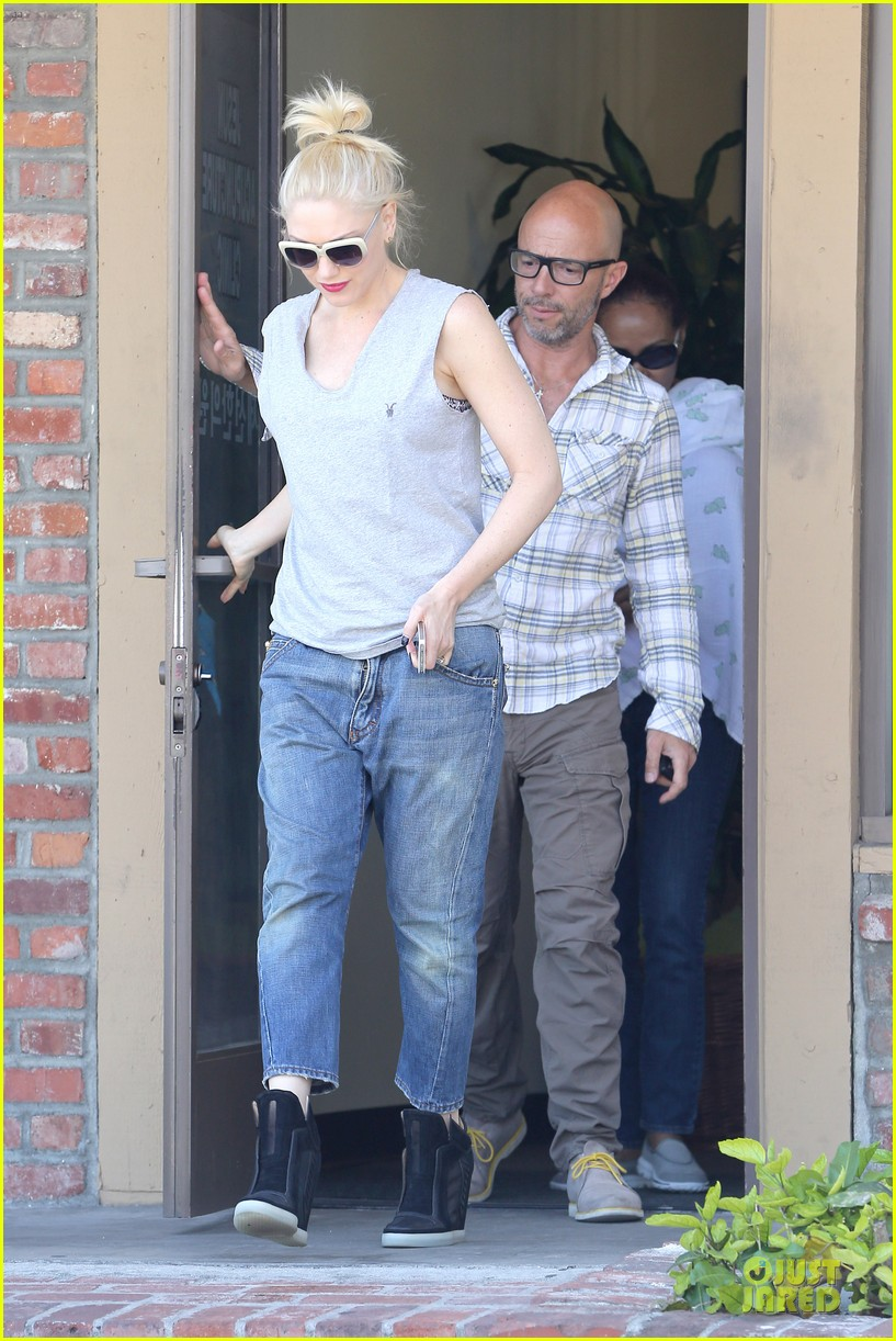 gwen stefani shares pic on mothers day 033111880