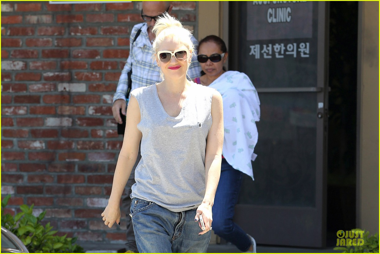 gwen stefani shares pic on mothers day 13