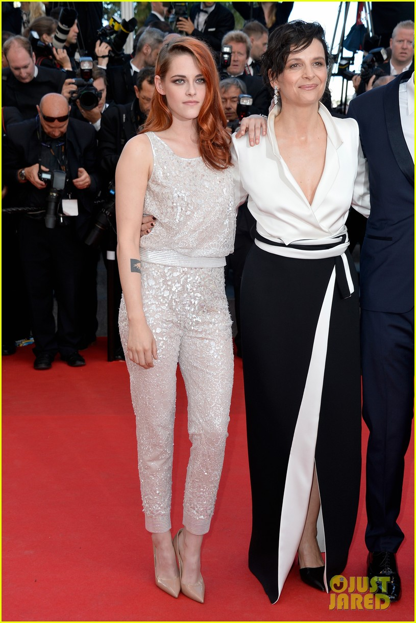 kristen stewart chloe moretz are chanel chic at cannes sils maria premiere 033120587
