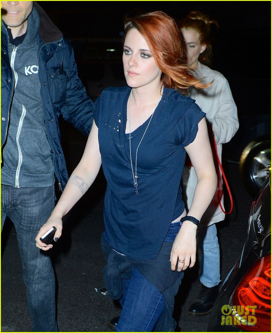 kristen stewart goes casual with riley keough at met ball 2014 after party 043106745