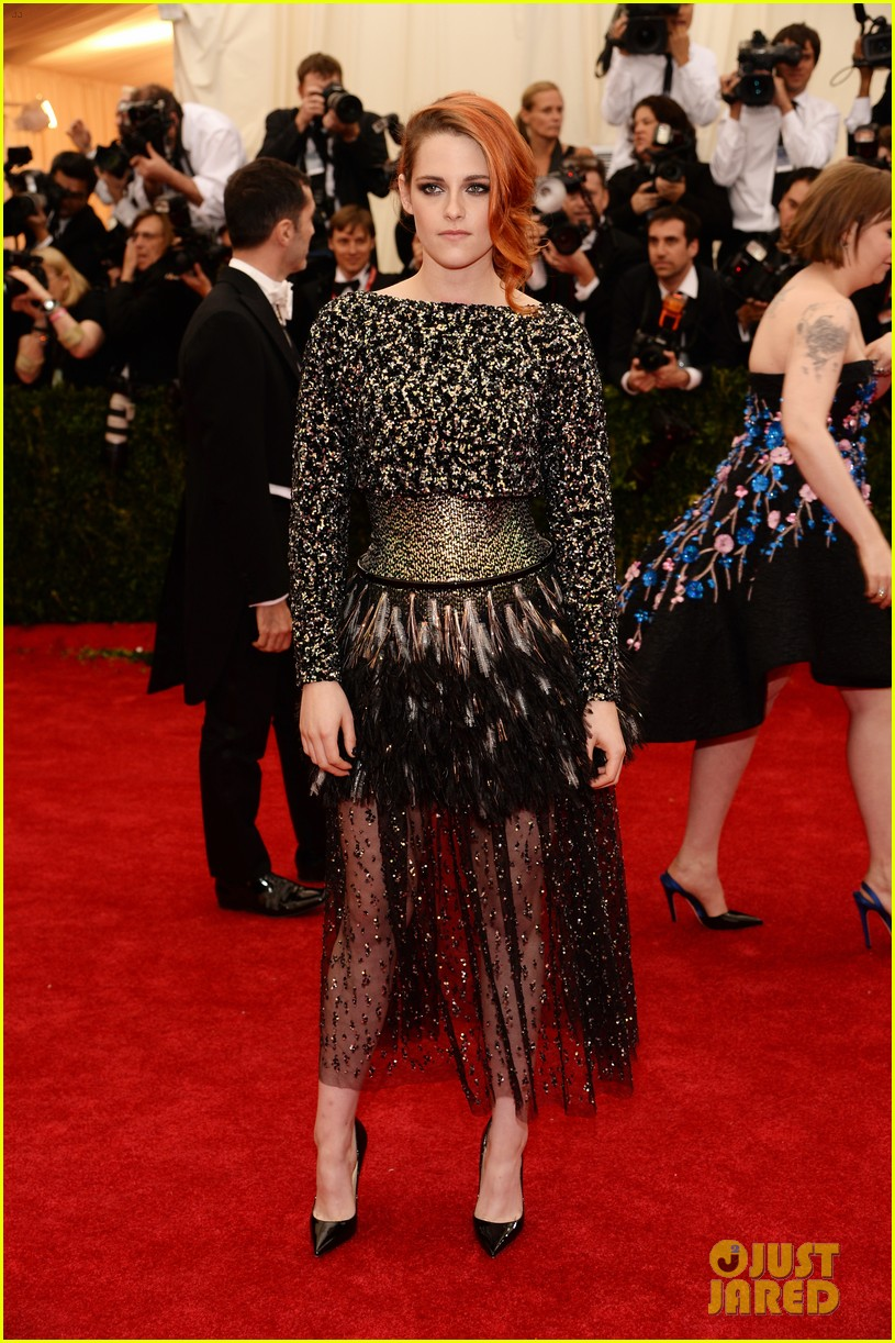 kristen stewart in chanel met gala 2014. Black Bedroom Furniture Sets. Home Design Ideas