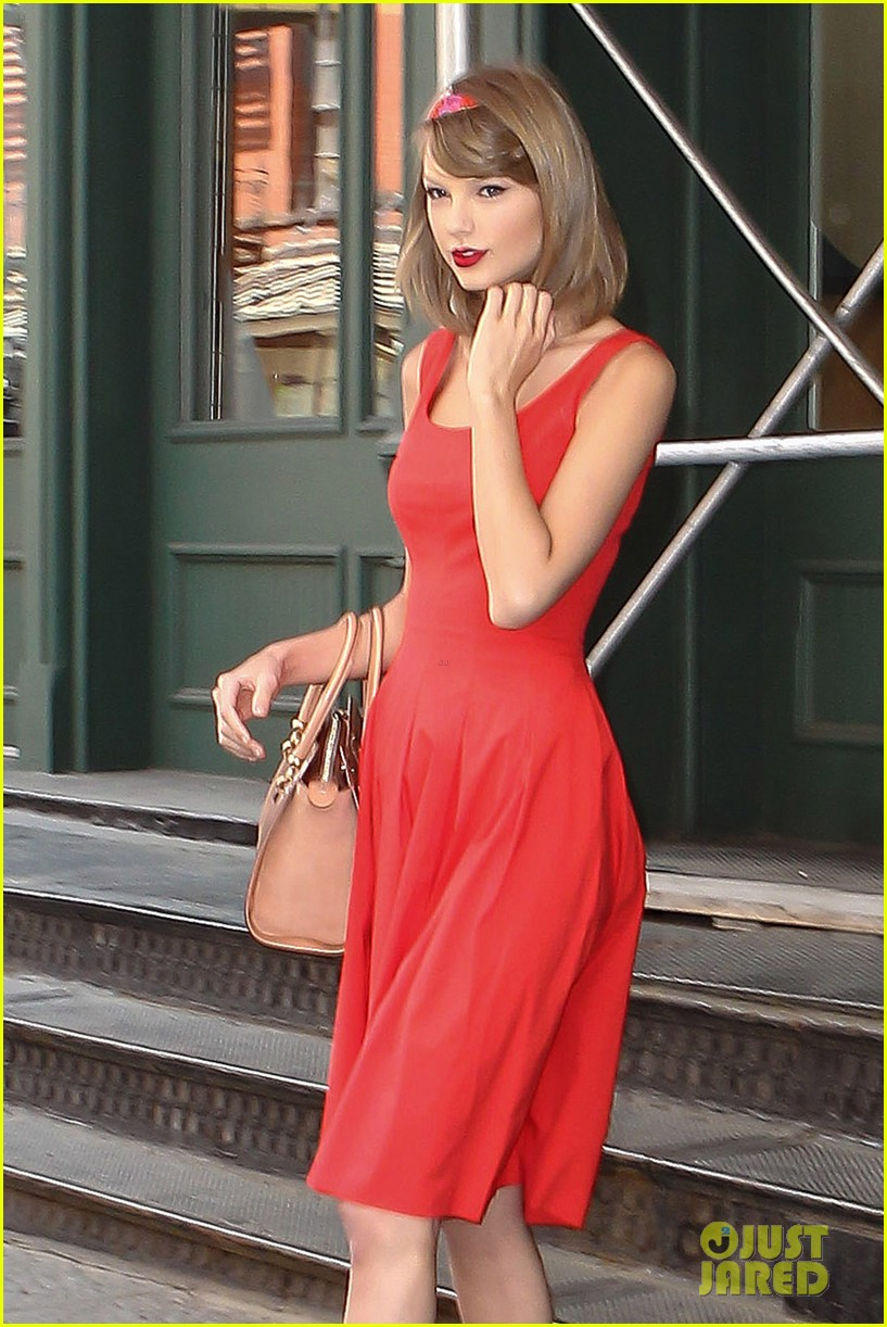 taylor swift red dress meredith met gown 013117471