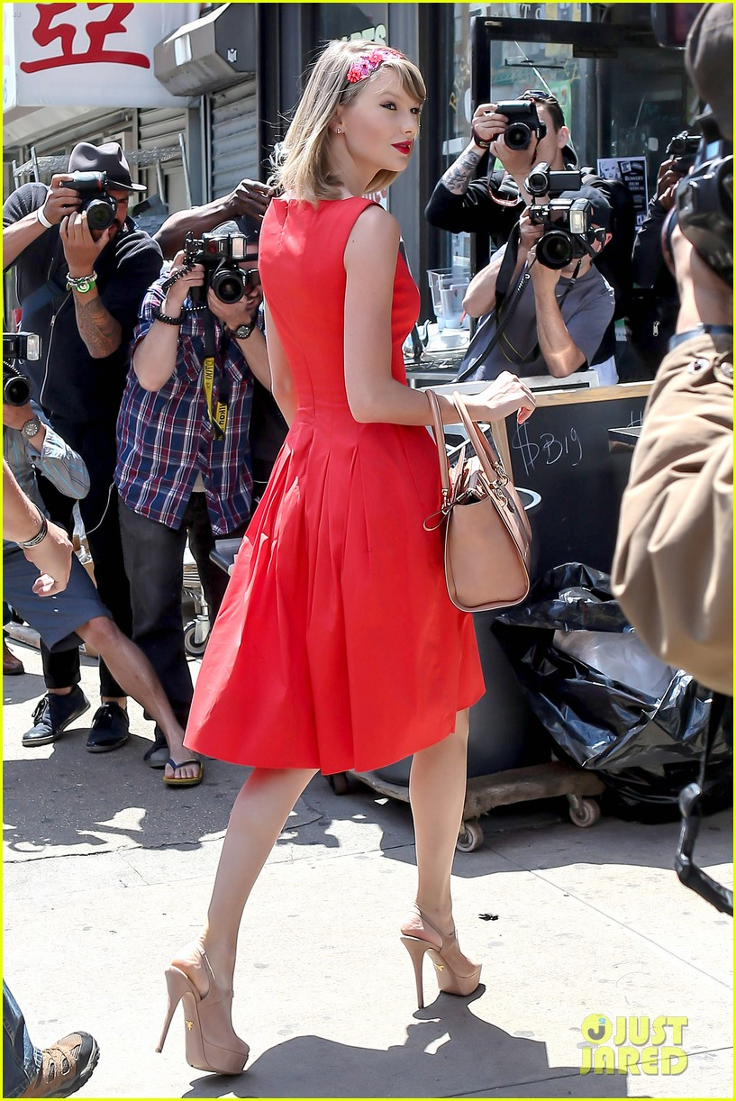 taylor swift red dress meredith met gown 033117473
