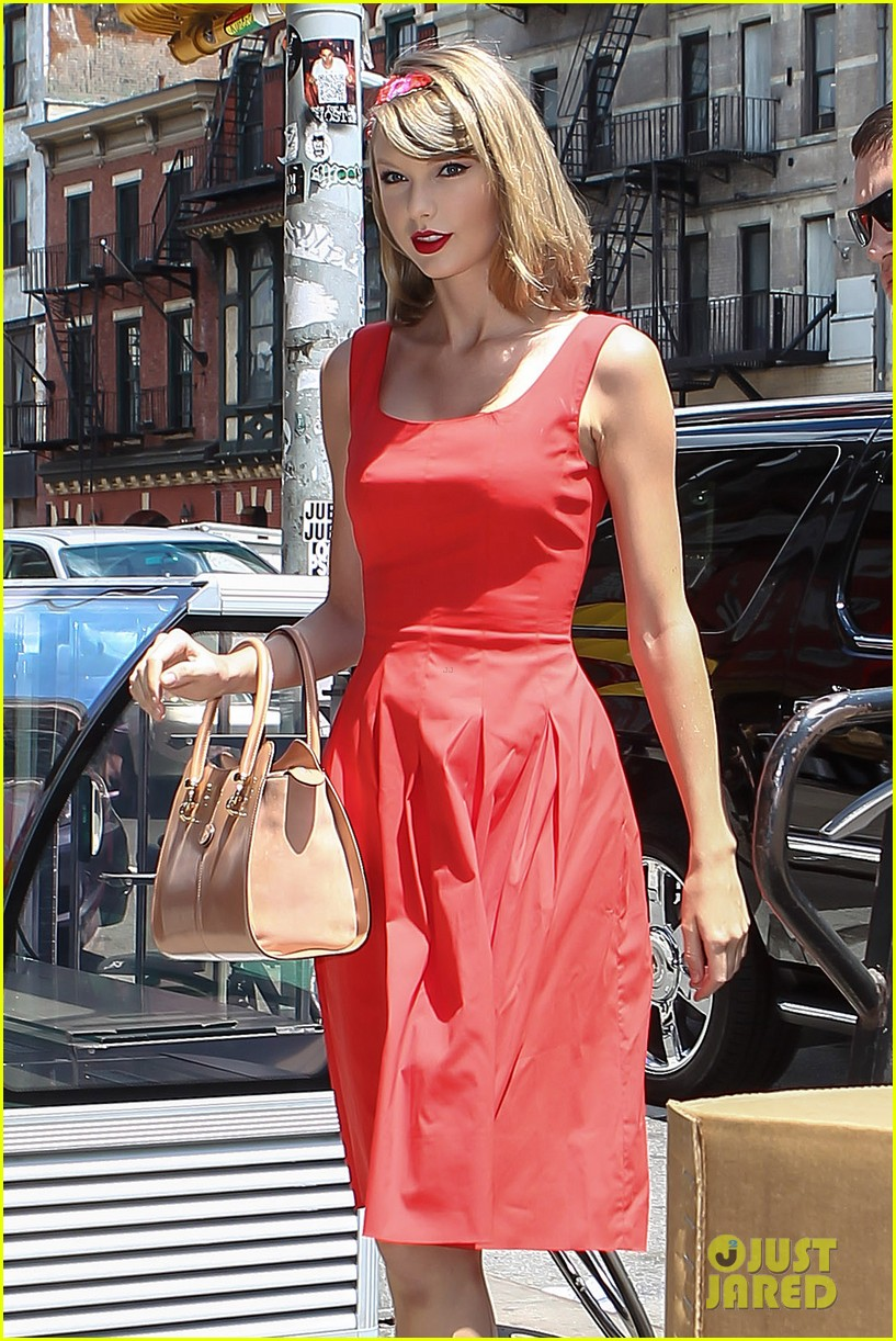 taylor swift red dress meredith met gown 043117474
