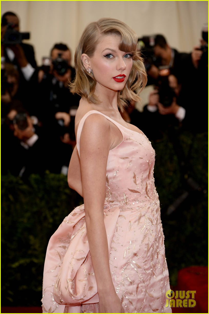 taylor swift makes grand entrance met ball 2014 063106108
