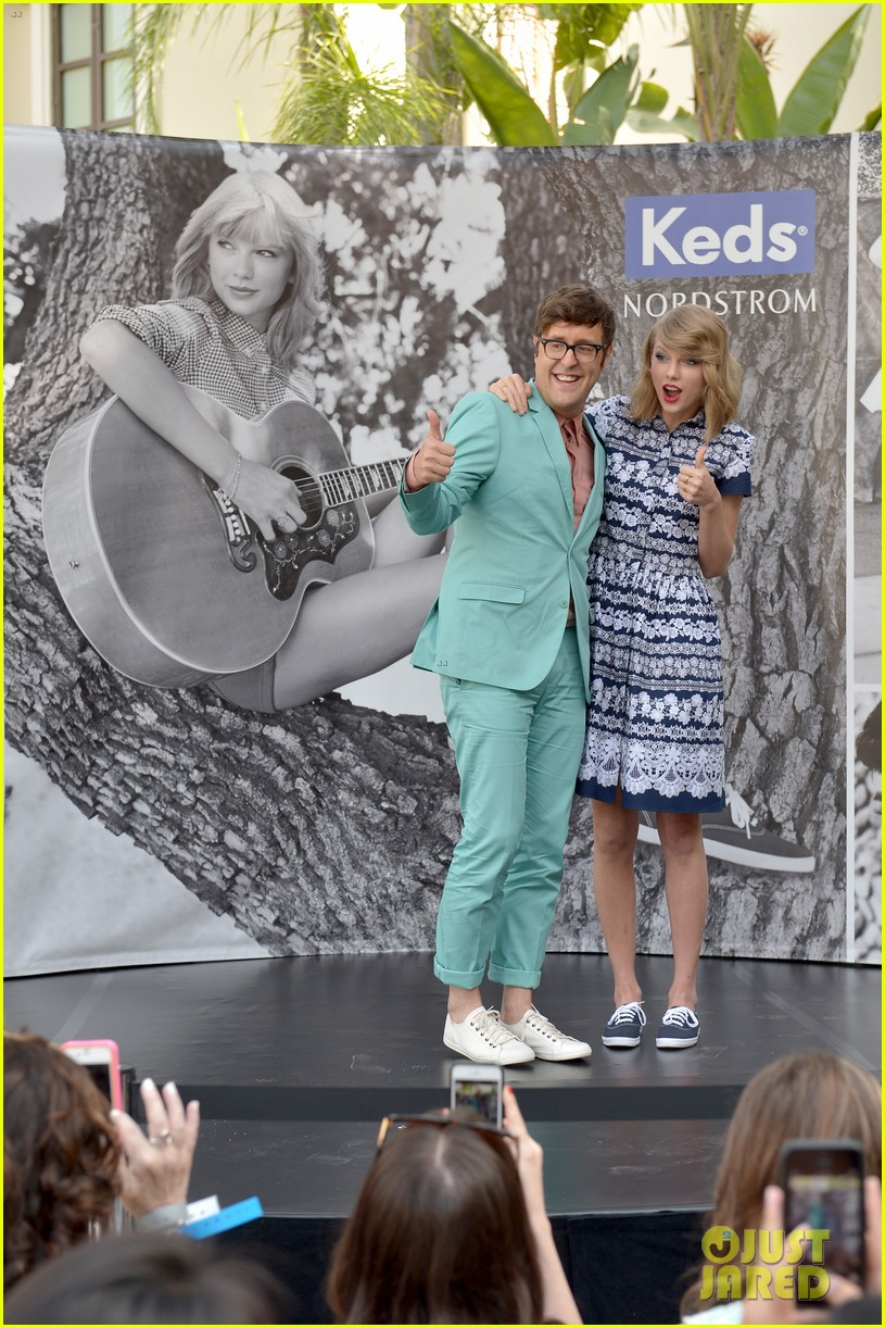 taylor swift climbs trees with kelly osbourne 053109121