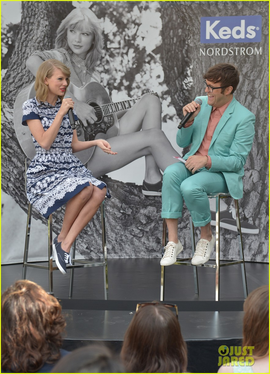 taylor swift climbs trees with kelly osbourne 073109123