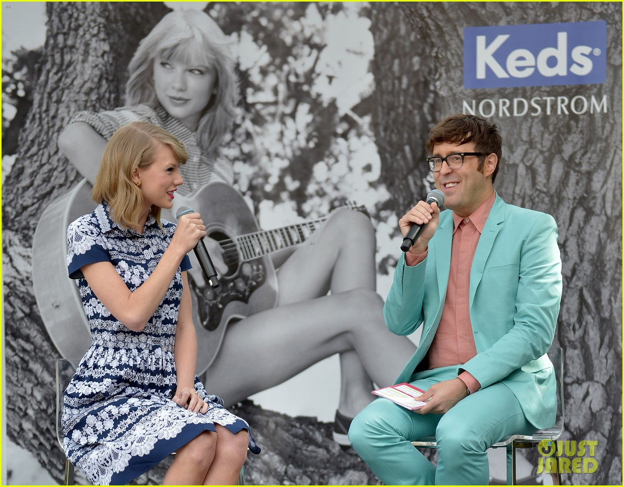 taylor swift climbs trees with kelly osbourne 083109124