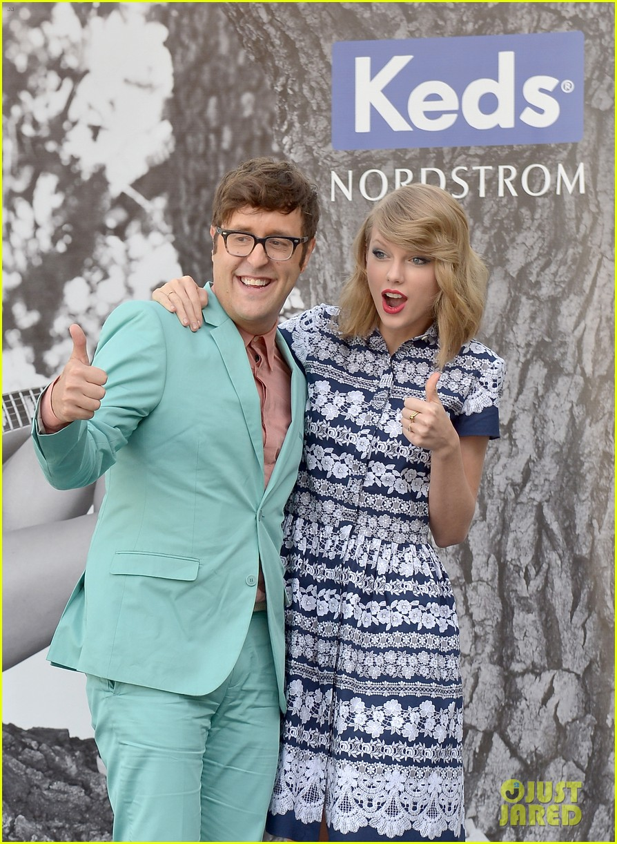 taylor swift climbs trees with kelly osbourne 093109125