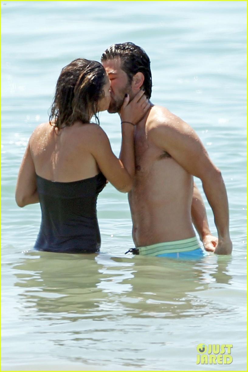 jessica szohr beach boyfriend 04