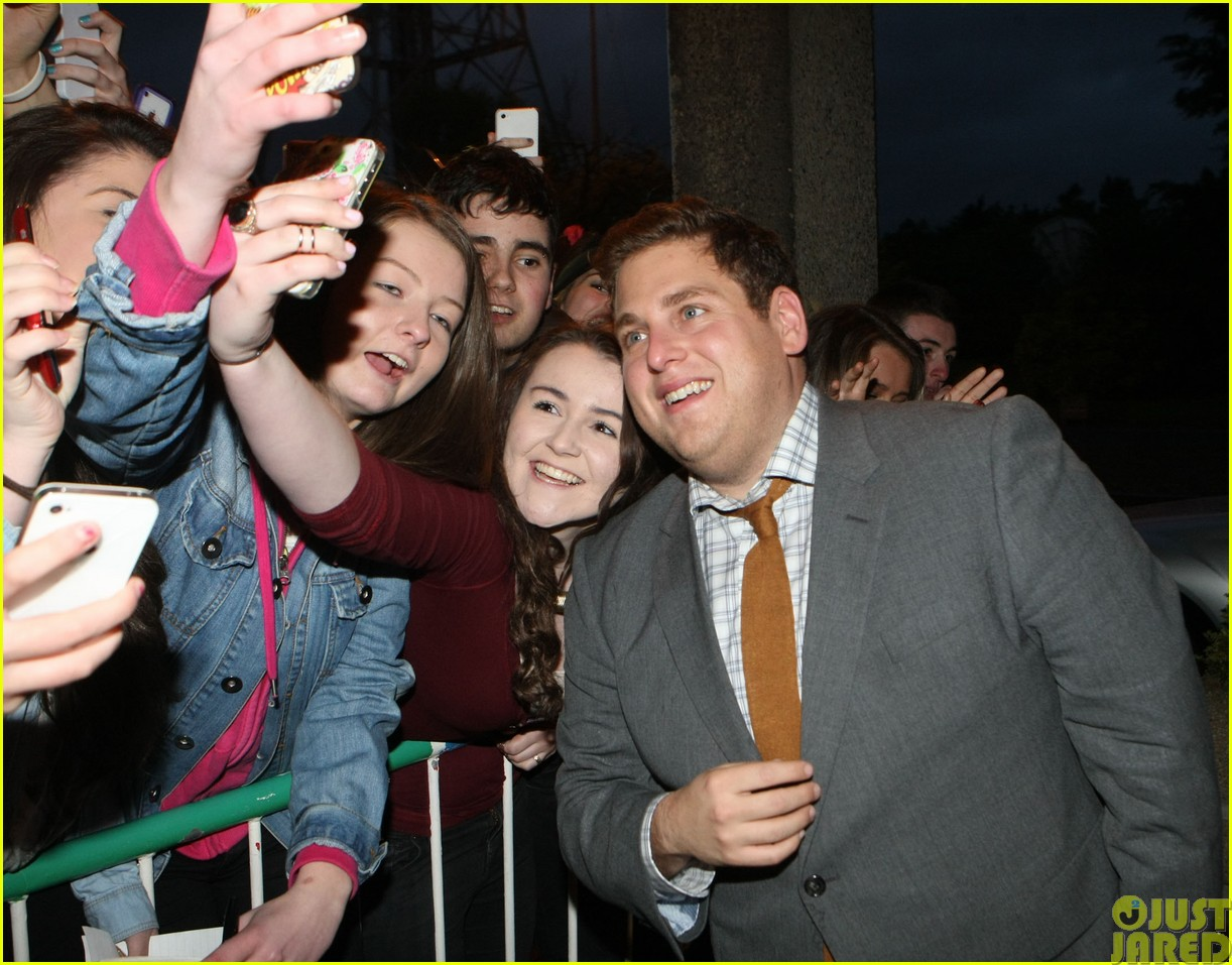 channing tatum and jonah hill take silly selfies with fans02