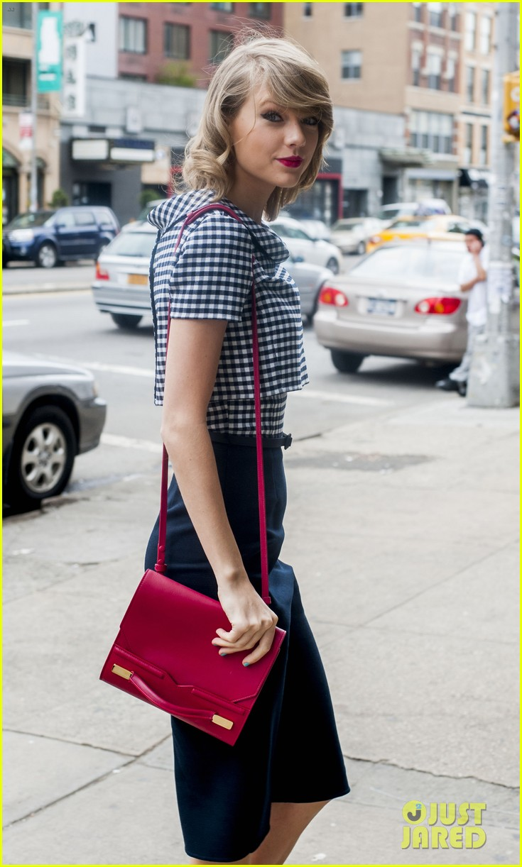 taylor swift fresh faced nyc night out karlie kloss 033105182