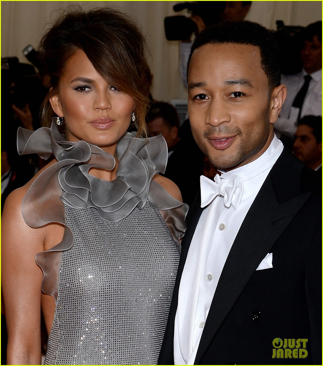 chrissy teigen keeps it classy with hubby john legend at met ball 2014 013105984