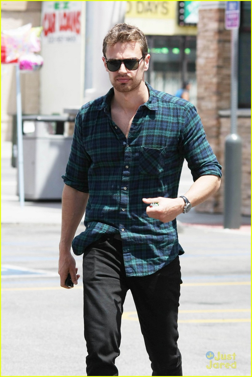 theo james runs errands los angeles 043109691