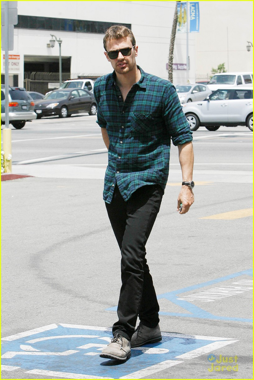 theo james runs errands los angeles 073109694
