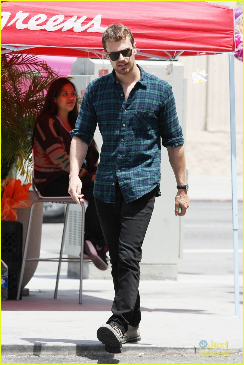 theo james runs errands los angeles 133109700