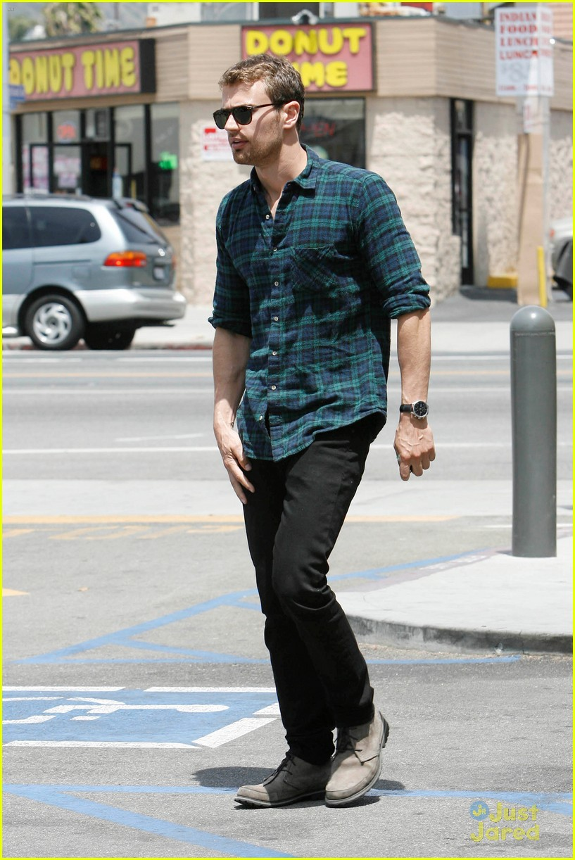 theo james runs errands los angeles 17