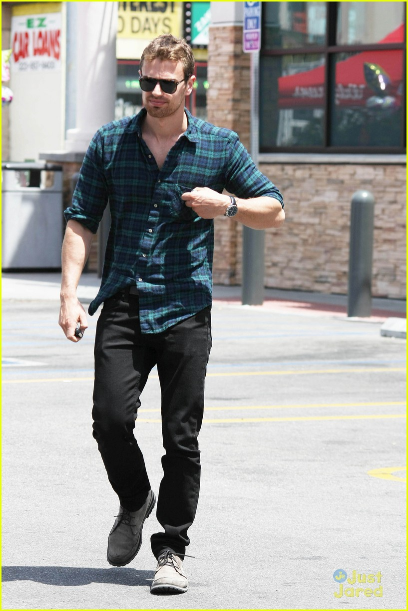 theo james runs errands los angeles 20