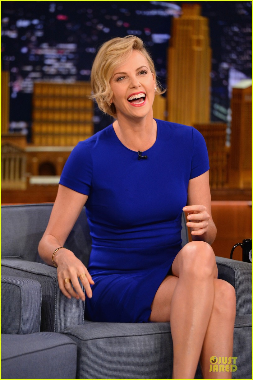 charlize theron josh harnett play charades on tonight show 063118619