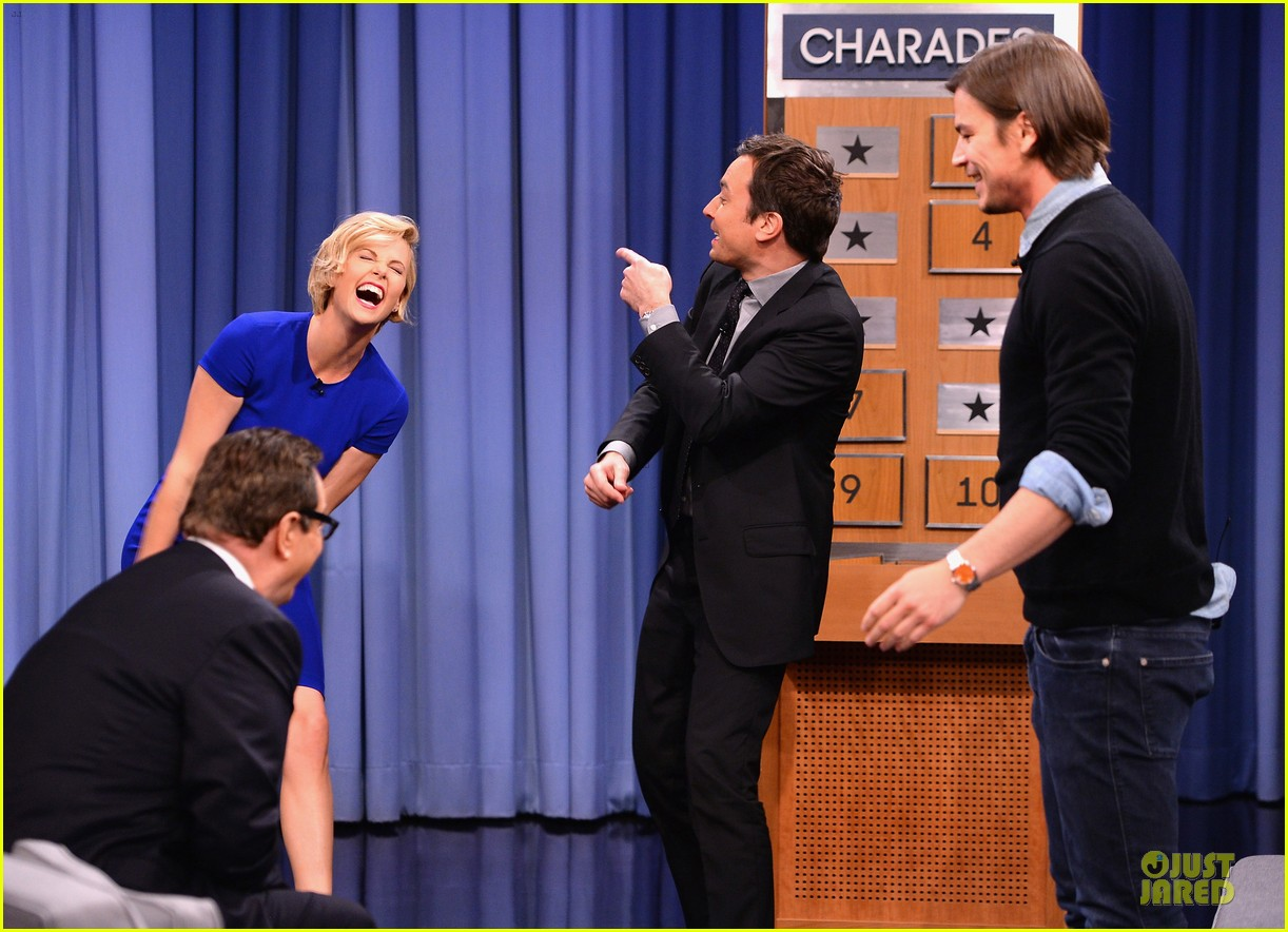 charlize theron josh harnett play charades on tonight show 093118622