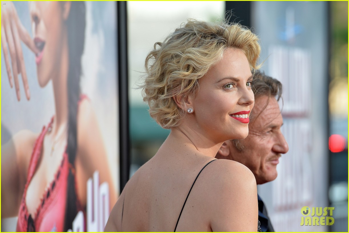 charlize theron sean penn million ways to die premiere 083114628