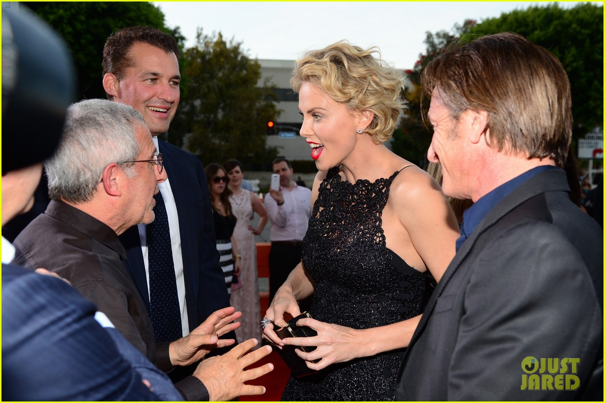charlize theron sean penn million ways to die premiere 103114630