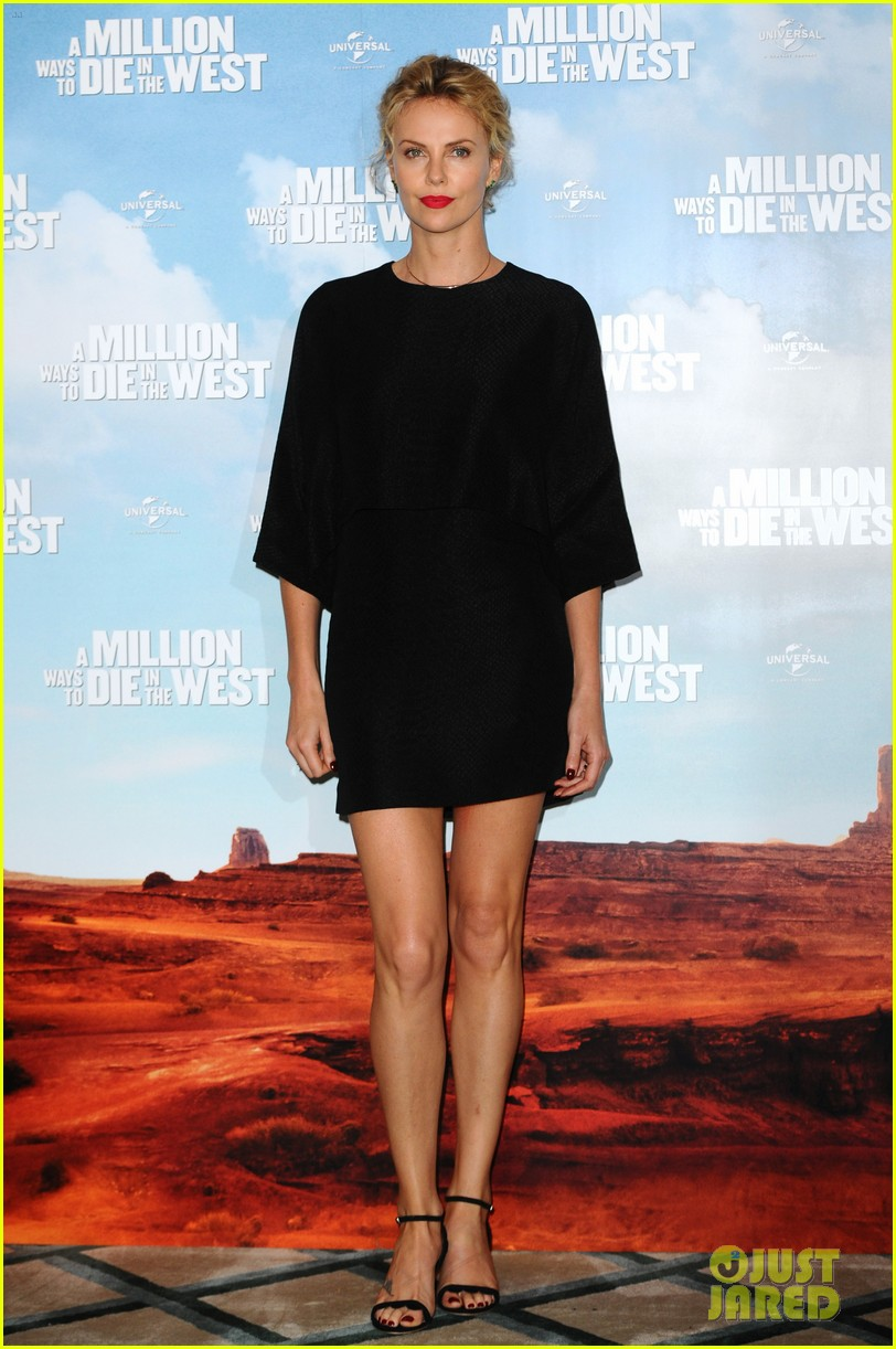 charlize theron amanda seyfried display long legs a million ways photo call 053122654