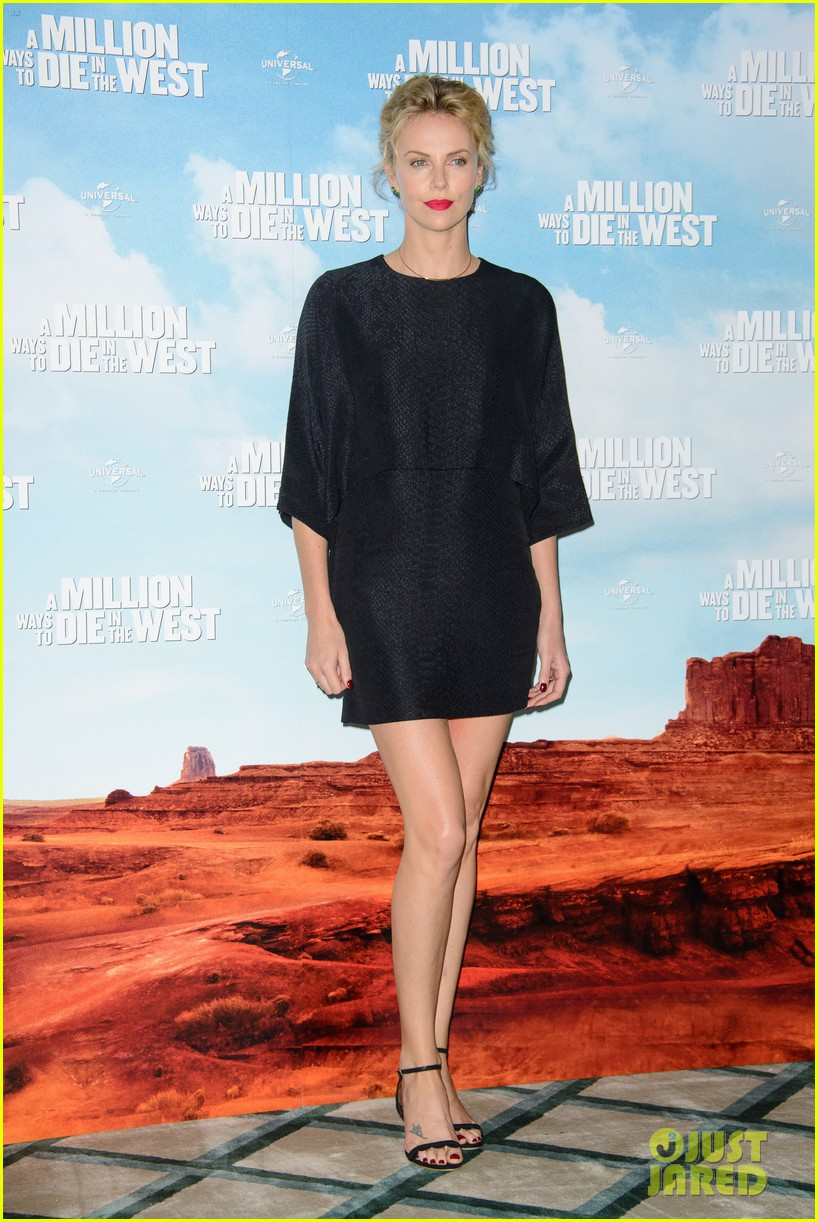 charlize theron amanda seyfried display long legs a million ways photo call 11