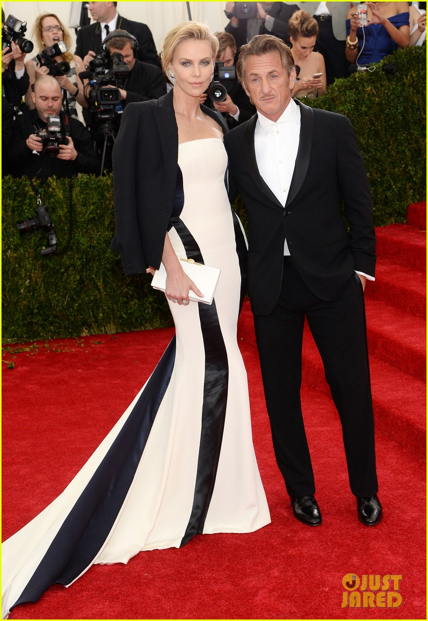 charlize theron sean penn walk met ball 2014 red carpet together 013106194