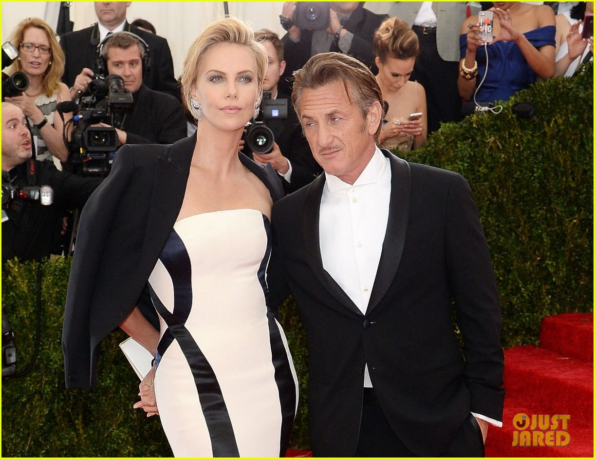 charlize theron sean penn walk met ball 2014 red carpet together 023106195