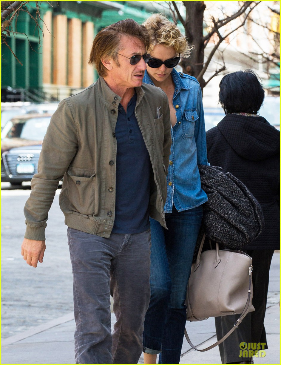 charlize theron sean penn hold hands after met ball 043107024