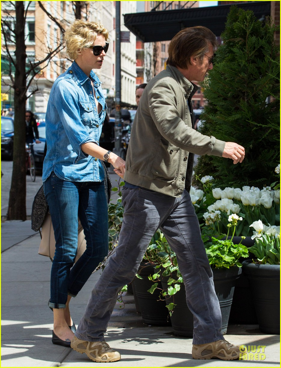 charlize theron sean penn hold hands after met ball 053107025