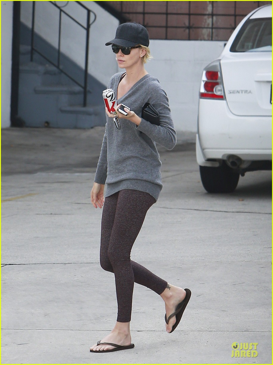 charlize theron transition friendship to relationship 033120305