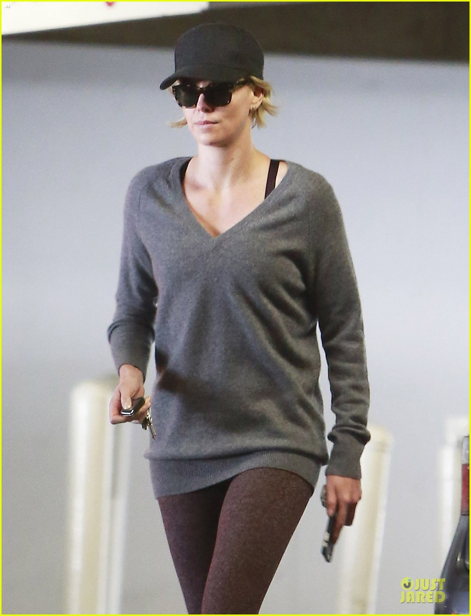 charlize theron transition friendship to relationship 043120306